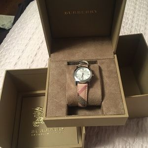 **NEW** IN BOX Authentic Burberry Leather Watch